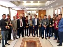 Sarıoğlan'da Başarılı Olan Sporcu Öğrencilere Ödül Verildi