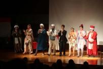 FETHI YAŞAR - YENİMEK Kursiyerlerinin Tiyatro Oyunu Güldürdü