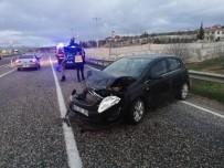HAYDARLı - Otomobil Bariyere Çarptı