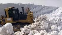 'Kar Kaplanları' Baharda 7 Metrelik Karla Mücadelede