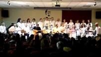 Öğretmenler, Koro Kurdu İlçe Sakinlerine Konser Verdi