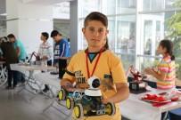 Köyden Taşımalı Eğitimle İlçe Merkezine Okula Gelen Bilim Kaşifleri Robot Fuarı Açtı