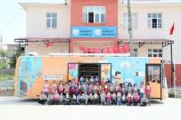 GEZİCİ KÜTÜPHANE - Mersin Büyükşehir Belediyesi, Gezici Kütüphane İle Öğrencilere 10 Bin Kitap Dağıttı