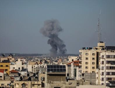 İsrail Gazze'ye savaş uçaklarıyla hava saldırısı başlattı