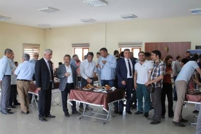 30'Uncu Yılı Çay Ve Simitle Kutladılar