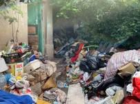 EDINCIK - Evinden 7 Kamyon Çöp Çıktı