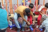 MEHMET ÇAKıR - İstanbul Büyükşehirden Babalara Ve Öğrencilere Buzda Paten Keyfi