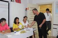 CANDAN ERÇETİN - Cem Yılmaz 'Hadi Eyvallah' Diyerek Oy Zarfıyla Kapıya Yöneldi