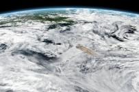 ATEŞ ÇEMBERİ - Volkan Patlaması Uzaydan Fotoğraflandı