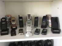 JACKİE CHAN - 15 Yılda Biriktirdiği Cep Telefonları İle Uyuyor