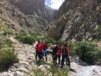 DEMİRKAZIK - Dağcı Tırmanış Esnasında Düşerek Ayağını Kırdı
