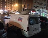 HAYATİ YAZICI - Şiddetli Rüzgarda Aracın Üzerine Çanak Anten Düştü