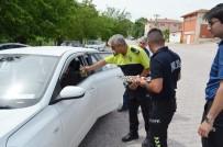 Polisten Kolonyalı Ve Çikolatalı Bayram Uygulaması
