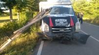 Isparta'da Feci Kaza Açıklaması Pat Pattaki Demirler Kamyonete Ok Gibi Saplandı