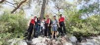 KAYAKÖY - Ormanlık Alanda Kaybolan 4 Tatilciyi JAK Buldu