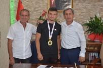 Ağırlığının 3 Katını Kaldıran Eskişehirli Milli Sporcu Başkan Durgut'u Ziyaret Etti
