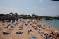 TÜRKÜCÜ - Seferihisar'da 8 Halk Plajı Mavi Bayrak Aldı
