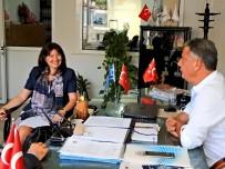SAKIZ ADASI - Yunanistan İzmir Başkonsolosu Argyro Papoulia'dan, Çeşme'de Yazlık Ev Sahiplerine Vize Kolaylığı Sözü