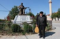 KUBAT - Hayranları Köy Meydanına Yaşarken Heykelini Dikti