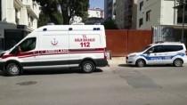 İNŞAAT İŞÇİLERİ - Kadıköy'de Asansör Boşluğuna Düşen Kişi Kurtarıldı