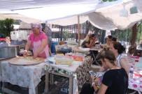 EKMEK TEKNESI - Bu Pazarda Sadece Kadınlar Çalışıyor