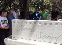 ALİ SUNAL - Kemal Sunal Vefatının 19'Uncu Yılında Mezarı Başında Anıldı