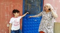 MAĞDUR KADIN - Apartman Kapısını Sıkıca Tuttu, Kadın Hırsızları Böyle Yakalattı
