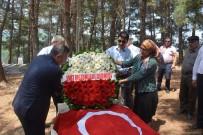KAMİL GÜLER - Devre Arkadaşları Şehit Yüzbaşı Ülker'in Mezarını Ziyaret Ettiler