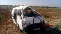 Göçmenleri Taşıyan Minibüs Takla Attı Açıklaması 2 Ölü, 20 Yaralı