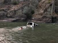 Kamyonet Çoruh Nehri'ne Uçtu Açıklaması 1 Ölü, 3 Yaralı