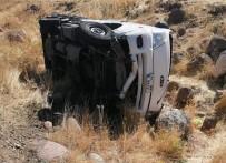 Tunceli'de Pikap Şarampole Yuvarlandı; 2 Yaralı