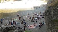 BAYRAM ZİYARETİ - Sıcaktan Bunalan Vatandaşlar Serin Yerlere Akın Ediyor