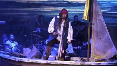 Ata Demirer Harbiye Açıkhava'da Sahne Aldı