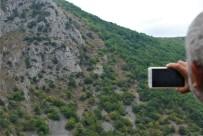ÇEVRELI - Dağ Yüzeyindeki İnsan Silueti Dikkat Çekiyor