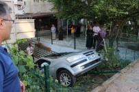 DOĞALGAZ PATLAMASI - Otomobil Bahçede Sallanan Çocuğun Üzerine Uçtu
