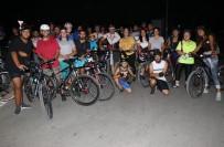 Kentin Sokaklarında 30 Kişilik Grupla Pedal Keyfi