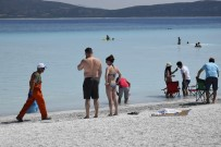 SALDA - Salda Gölü'nde 3 Römork Çöp Toplandı
