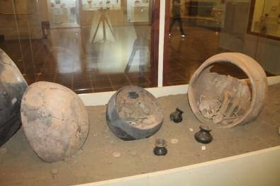 5 Bin Yıllık Bebek Mezarı Ziyaretçilerin İlgi Odağı
