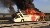 Balıkesir'in Ardından Manisa'da Otobüs Alev Topuna Döndü