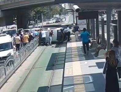 Korkunç kaza! Tramvay durağına adeta saplandı
