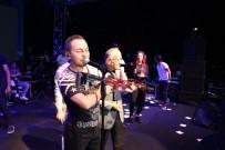POP MÜZIK - Serdar Ortaç'a Özel Tüfek Hediye Edildi