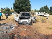 Selendi'de Kuru Tütün Yüklü Kamyonet Yandı