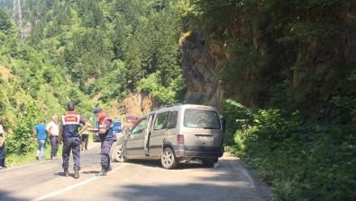 Trabzon'da Trafik Kazası Açıklaması 1 Ölü, 3 Yaralı