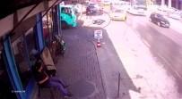 DOLAPDERE - (Özel) Taksinin Çarptığı Motosikletli Kamyonunun Altından Kalmaktan Kıl Payı Kurtuldu
