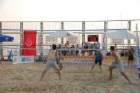 U21 - Kadıköy'de Plaj Voleybolu Turnuvasında Gençler Ve Ustalar Bir Arada
