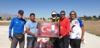 Hasan Dağ'ından Uçan Paraşütçüler Ömer Halisdemir'in Mezarını Ziyaret Etti