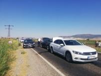 MAHİR ÜNAL - AK Parti Konvoyunda Kaza Açıklaması 2 Milletvekili Hafif Yaralı