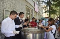 ALİ ORKUN ERCENGİZ - Burdur Belediyesinden 2 Bin 500 Kişilik Aşure