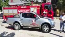 HABER KANALI - Gazetecilerin Otomobiline Kedi Sıkıştı