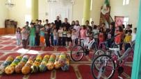 Çiçekdağı İlçesinde Kur'an Kursu Öğrencilerine Bisiklet Ve Top Hediyesi